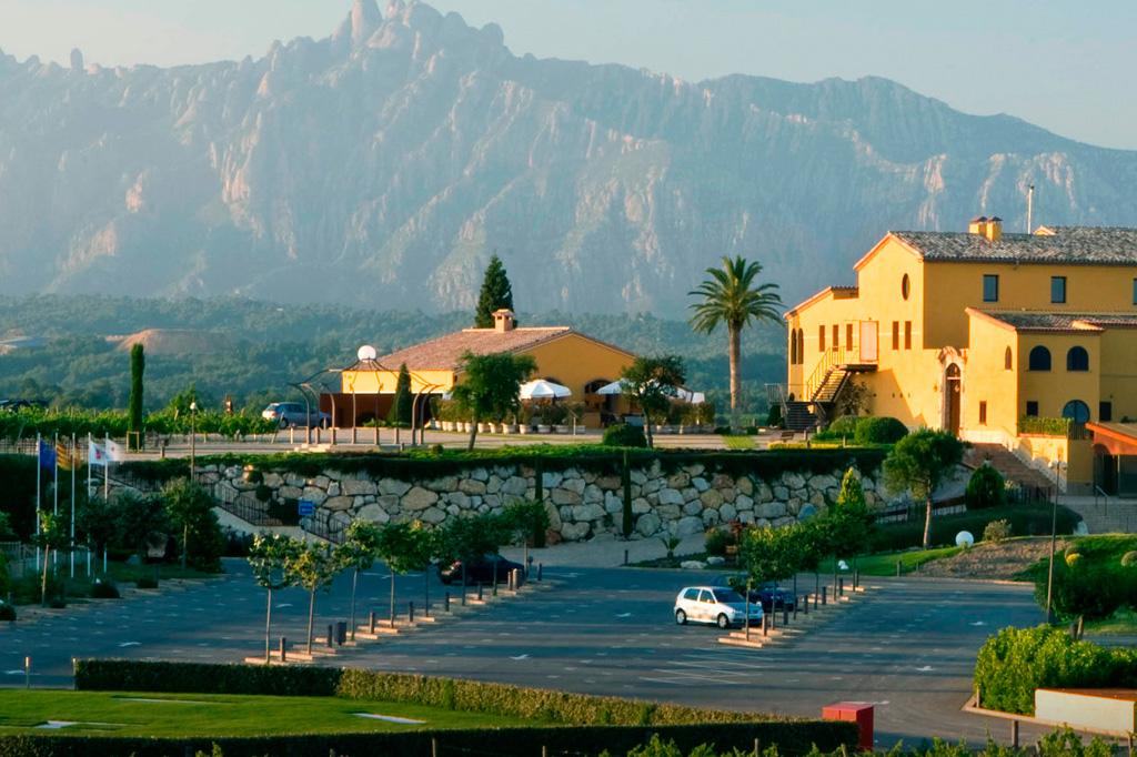 Can Bonastre Wine Resort & Vista Montserrat
